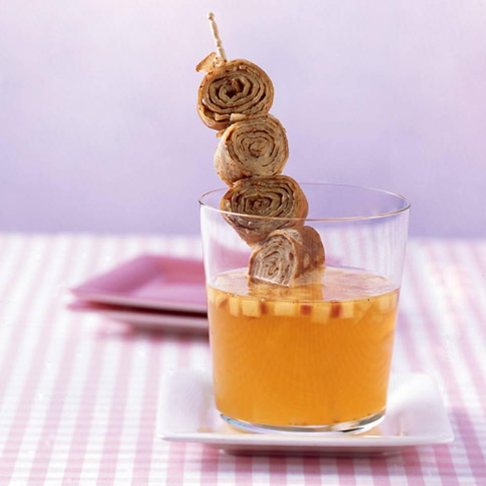 Apfelsuppe mit Mandelpfannkuchen Rezept