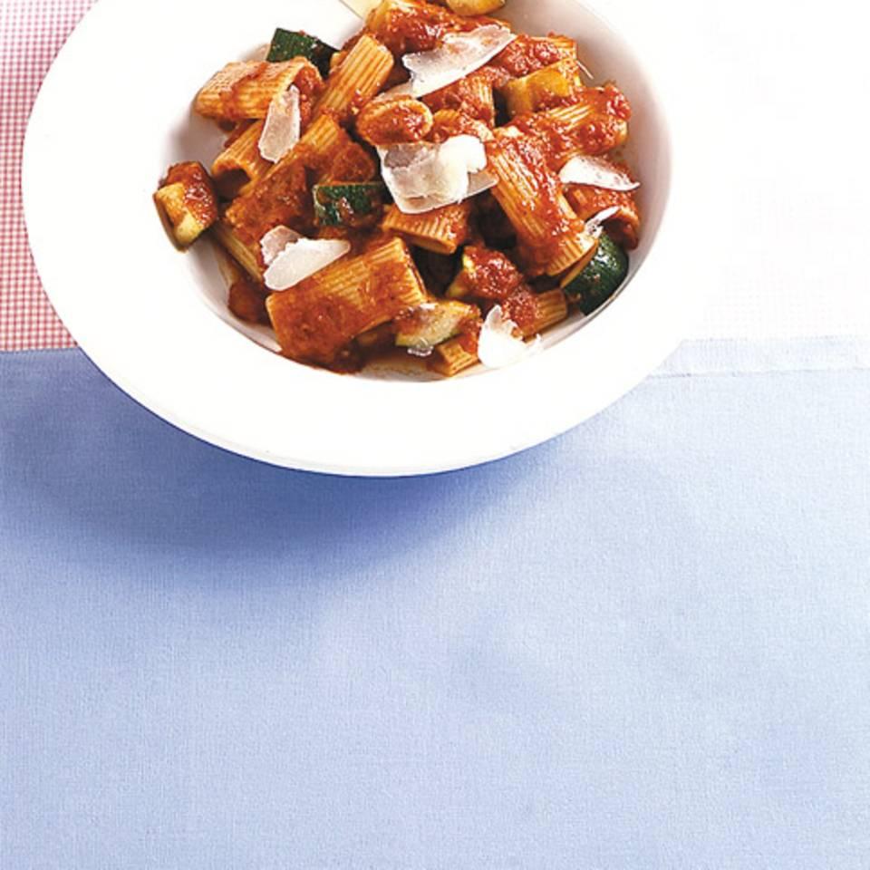 Rigatoni mit Tomatensauce Rezept