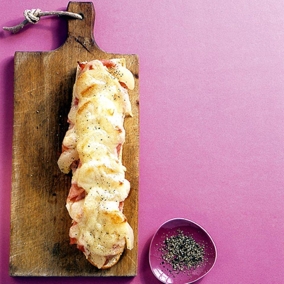 Croque mit Schinken, Birne und Käse