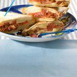 Käse-Speck-Toast mit Tomaten