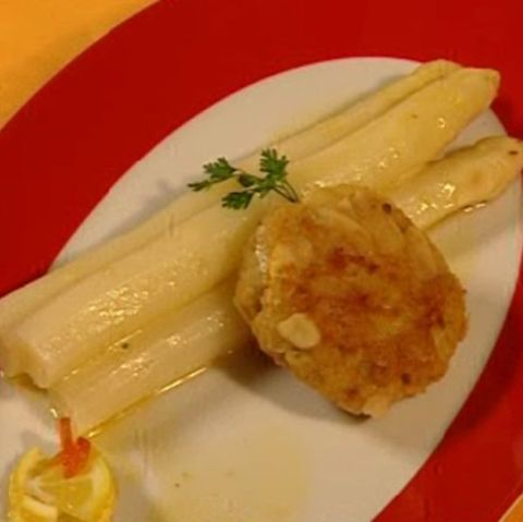 Forellen-Frikadellen mit Spargel und brauner Butter