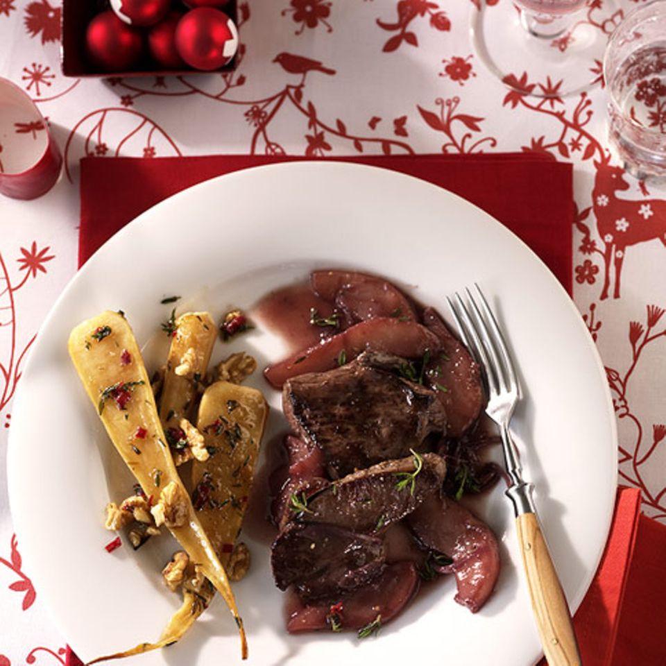 Rehschnitzel mit Rotweinbirnen