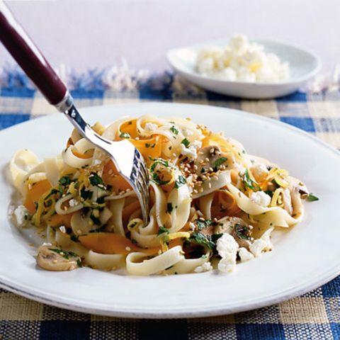 Möhren-Nudeln mit Champignons