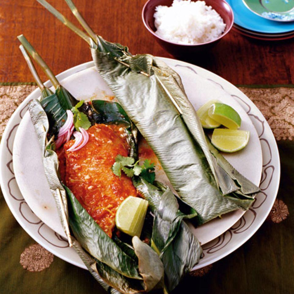 Rotbarsch mit Curry im Bananenblatt