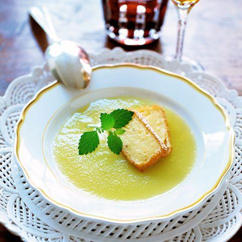 Puddingschnitten mit Apfelsuppe