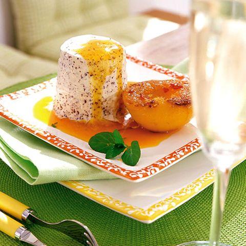 Vanille-Mohn-Parfait mit Pfirsichen