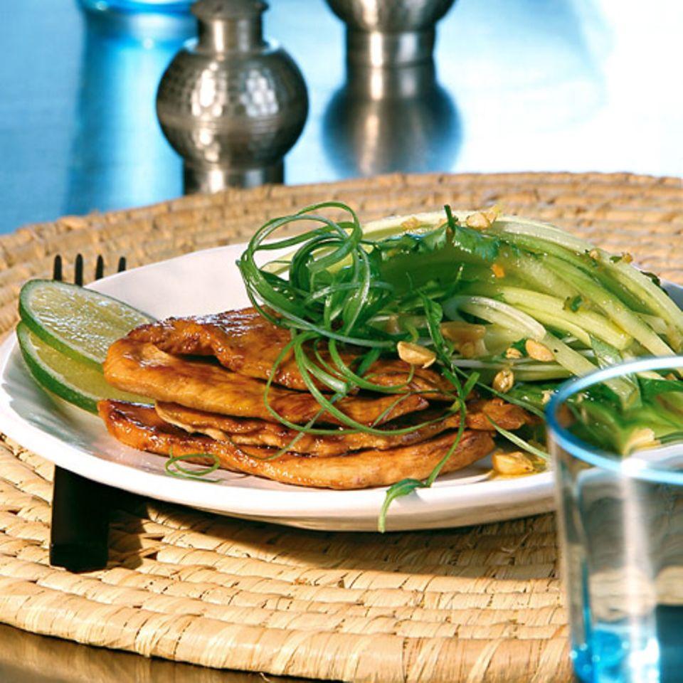 Kräutersalat mit glasiertem Hähnchen
