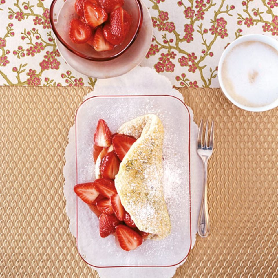 Schaumomelett mit Erdbeeren