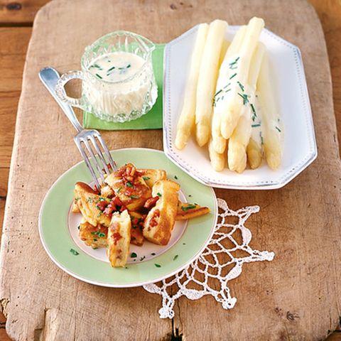 Spargel mit Kartoffel-Porree-Creme