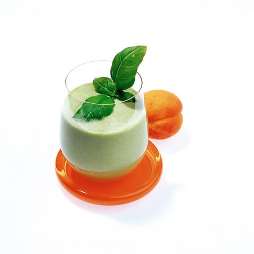 Basilikumdrink mit Aprikosen Rezept