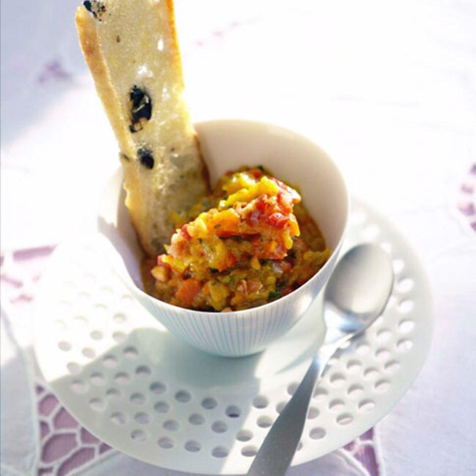 Geröstete Gemüsepaste mit Olivencrisps