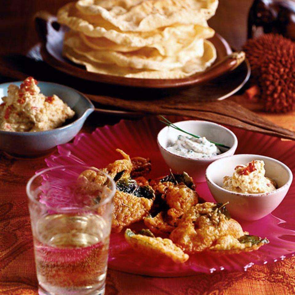 Pappadams, Dips und frittierte Minze