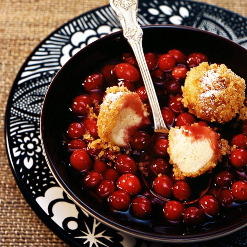 Cranberrysuppe mit Quarkknödeln