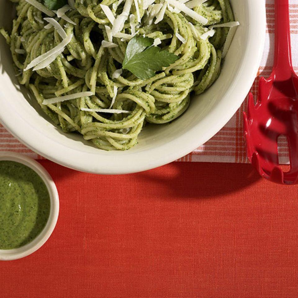 Spaghetti mit Sesam-Pesto