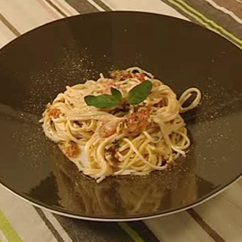 Spaghetti mit Minzjoghurt, Paprika und Walnusspaste