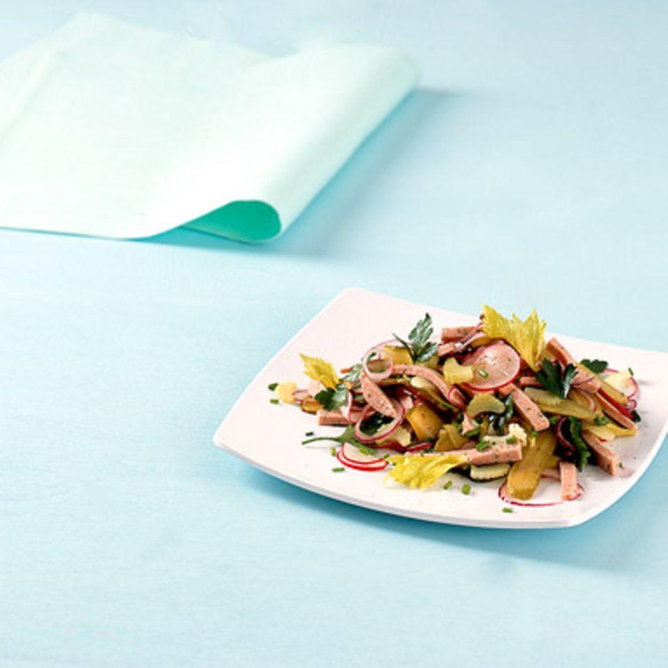 Radieschen-Wurstsalat mit Staudensellerie