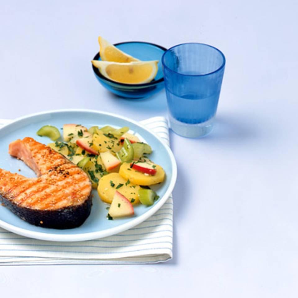 Gegrillte Lachskoteletts mit Kartoffelsalat Rezept