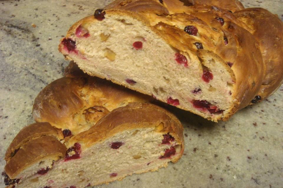 Hefezopf mit Cranberries und Walnüssen Rezept