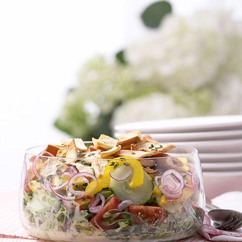 Gemüsesalat mit Brotchips