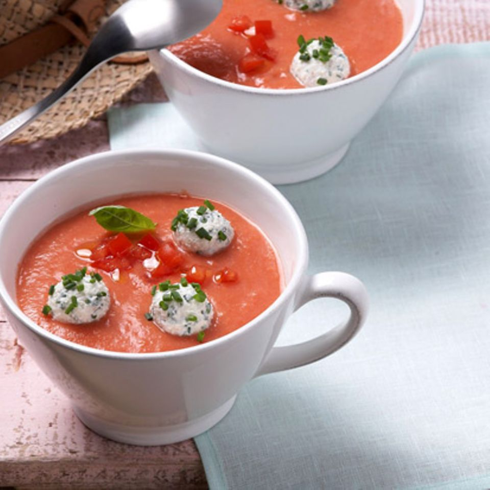 Kalte Tomatensuppe mit Ricottabällchen