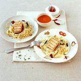 Spaghetti mit Thunfisch,  Paprikasauce, Fenchel und Oliven