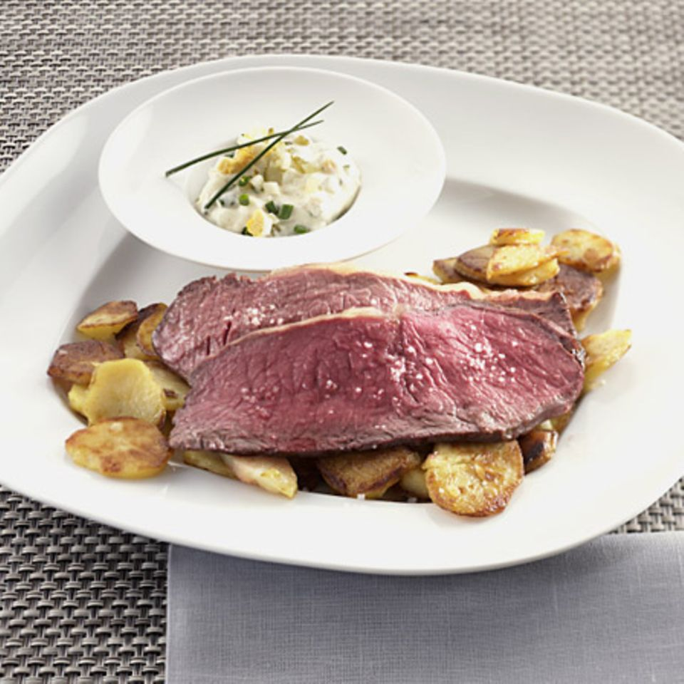Roastbeef mit Remoulade und Bratkartoffeln