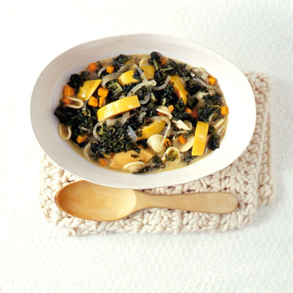 Grünkohlsuppe mit Quitten und Orecchiette