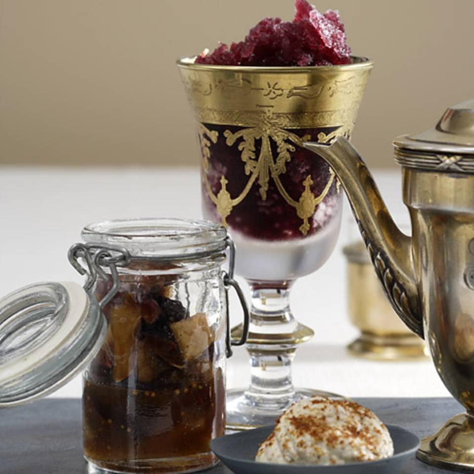 Rotwein-Pfeffer-Granita mit Backobst Rezept