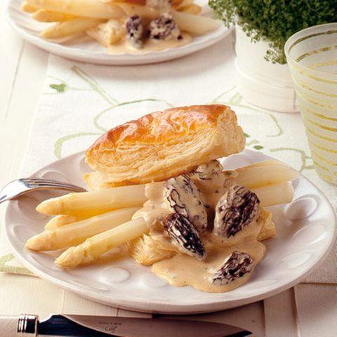 Weißer Spargel mit Morchel-Hollandaise