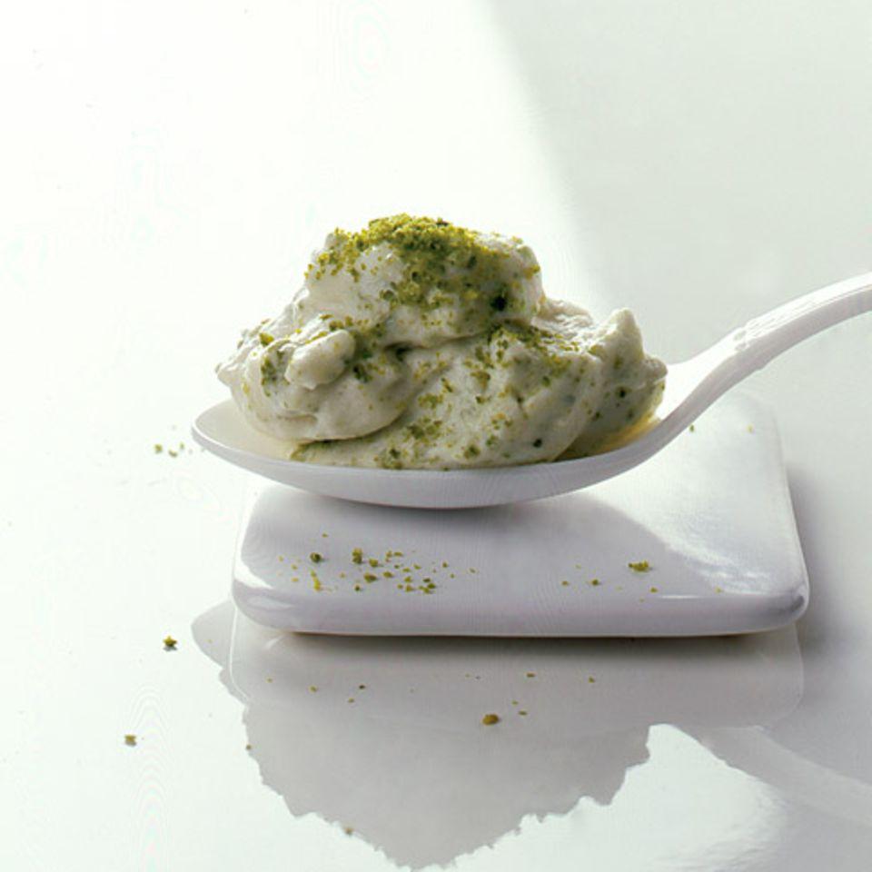 Vanille-Joghurtcreme mit Pistazien
