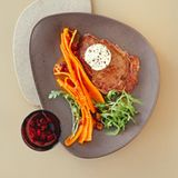 Bison-Rib-Eye-Steak mit Ahornsirup-Butter