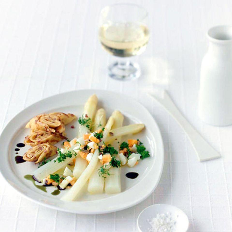 Spargelsalat mit Eier-Vinaigrette
