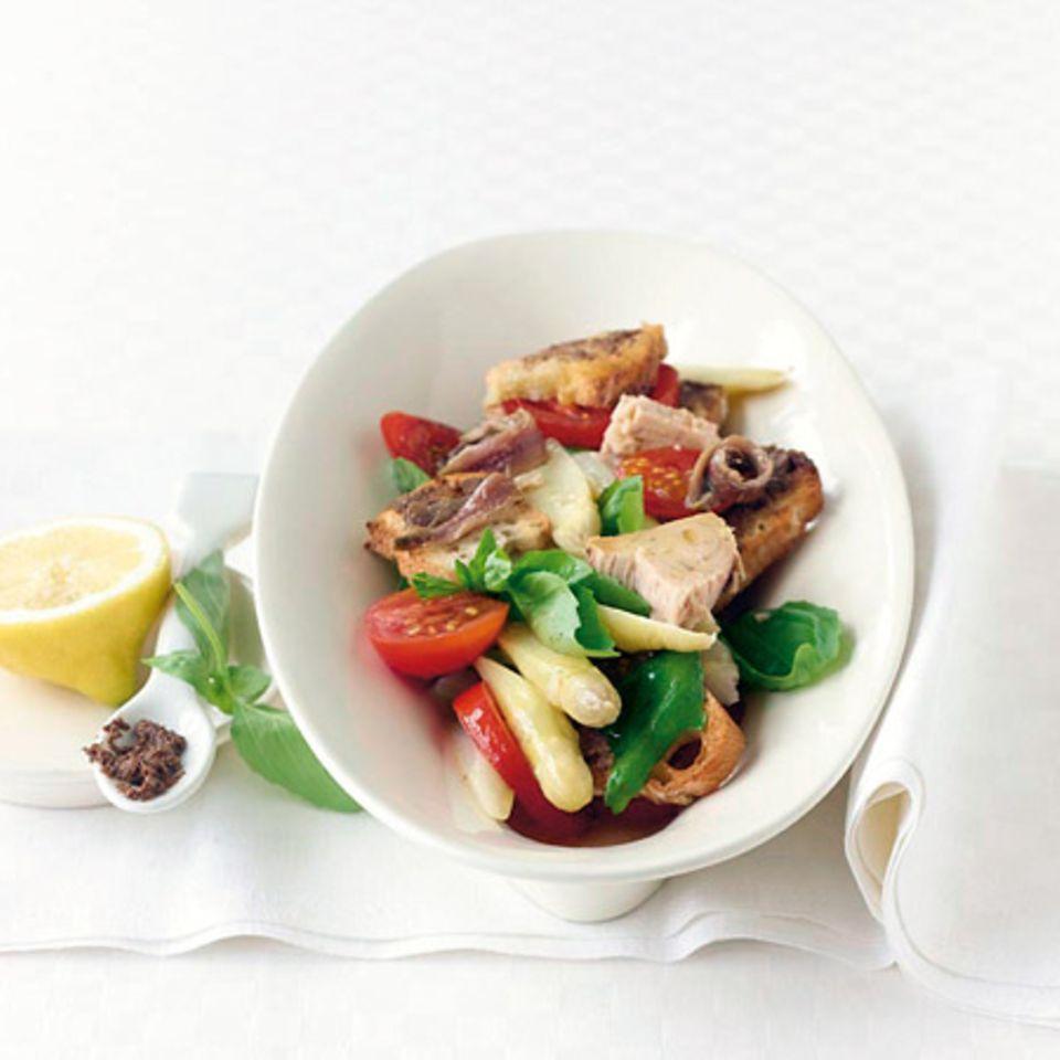 Spargel-Brot-Salat mit Basilikum