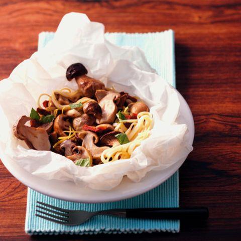Nudelnester mit Pilzen