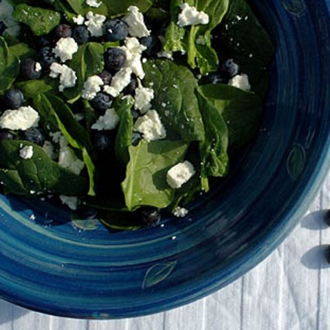 Spinatsalat mit Schafskäse