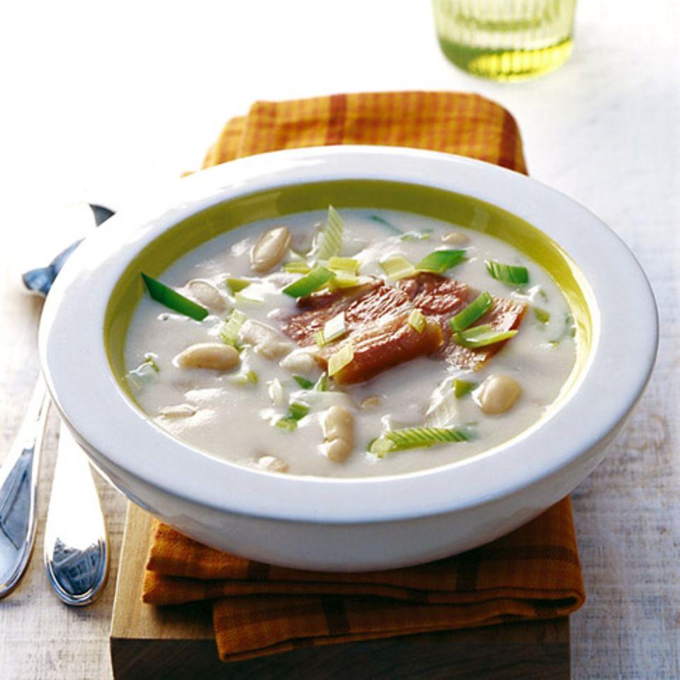 Weiße Bohnensuppe mit Speck