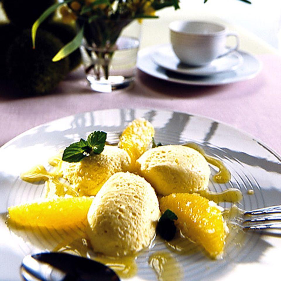 Orangenmousse mit Orangensalat