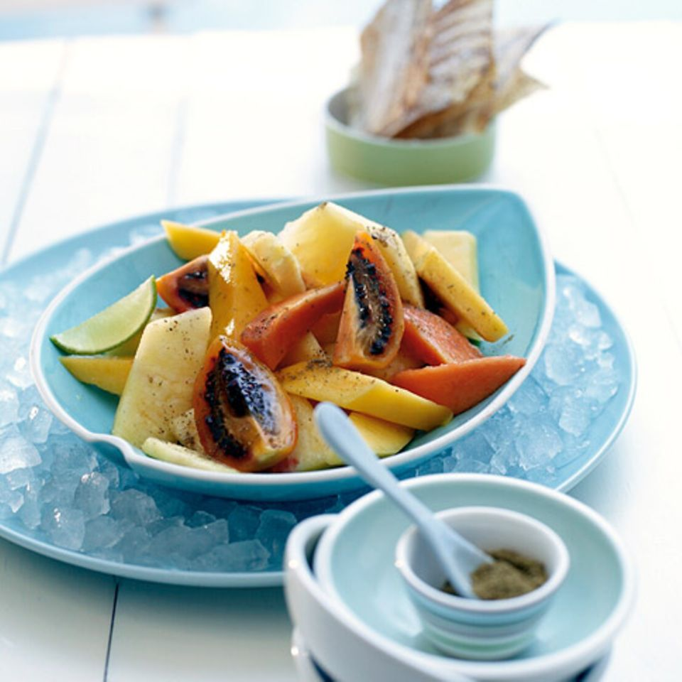 Tropischer Obstsalat mit Wan Tan
