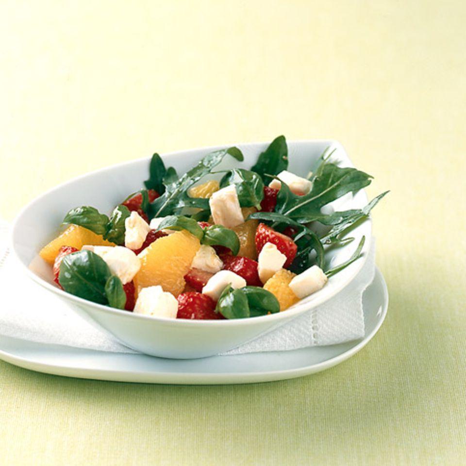 Pikanter Erdbeersalat mit Mozzarella