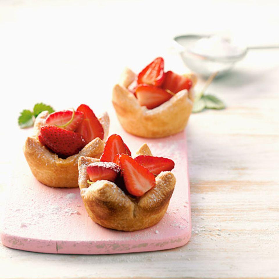 Karamelltörtchen mit Erdbeeren