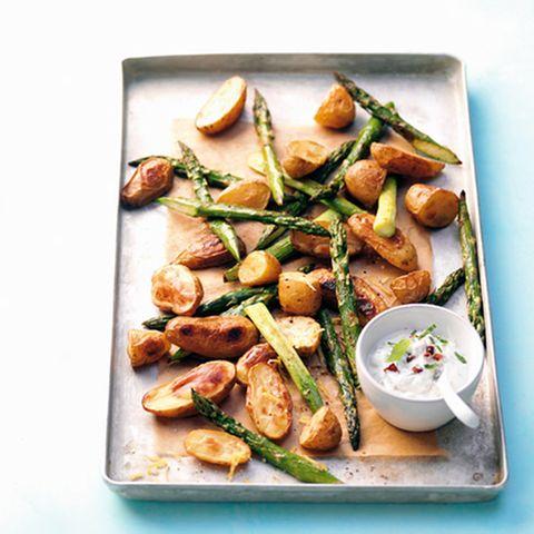 Kartoffeln und Spargel mit Ziegenfrischkäsedip