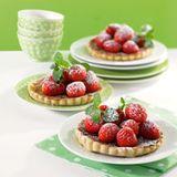 Limetten-Tartelettes mit Erdbeersalat