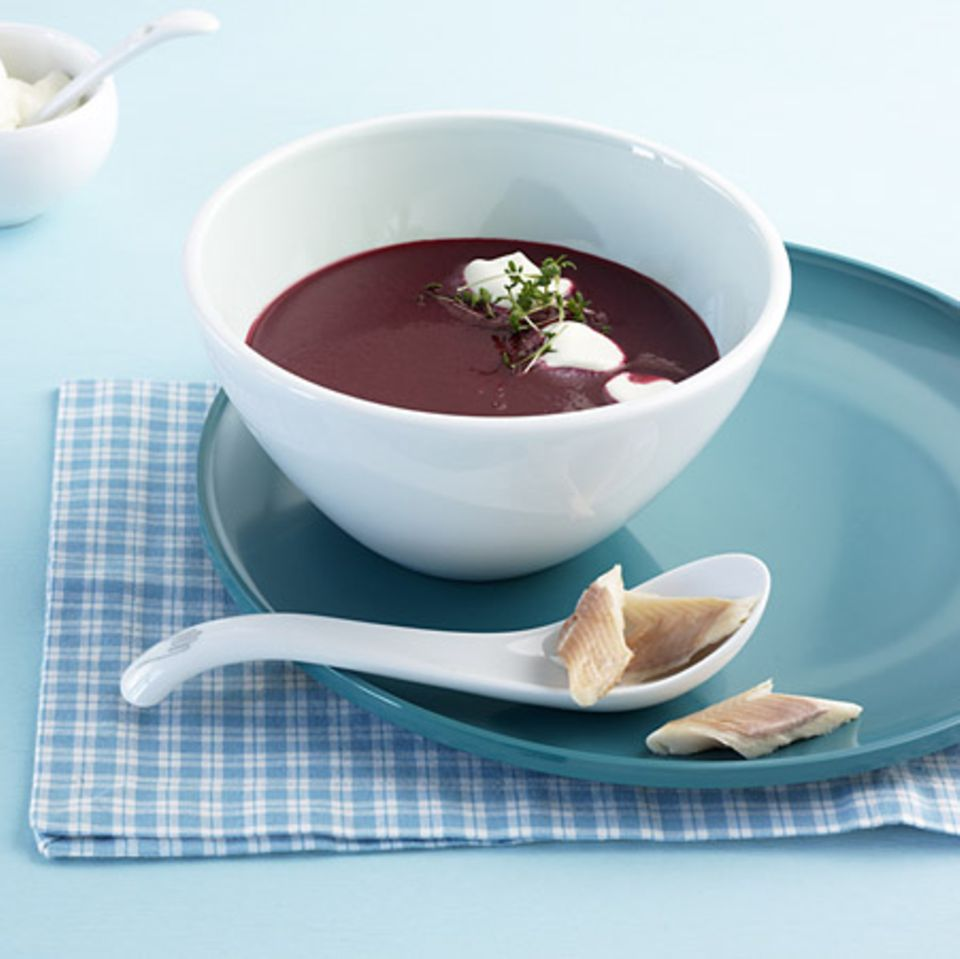 Rote-Bete-Suppe mit Räucherforelle