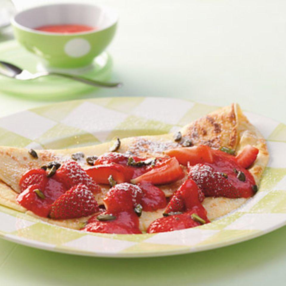Pfannkuchen mit Erdbeerkompott