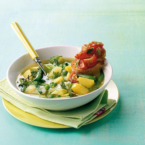 Grüner Eintopf mit Tomaten-Crostini
