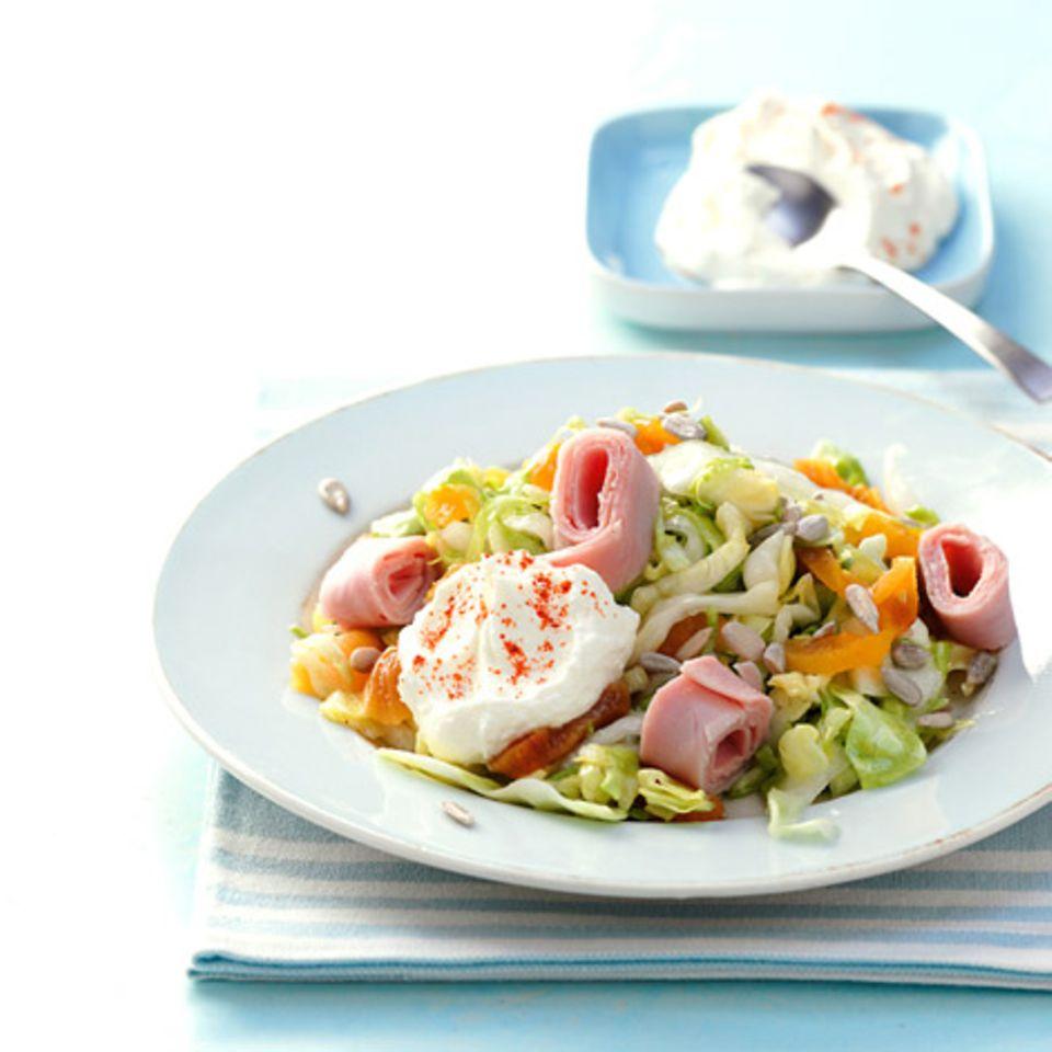 Spitzkohlsalat mit Aprikosen