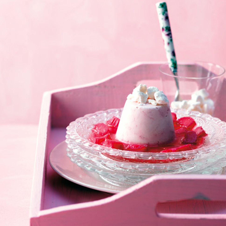 Rhabarber-Joghurt-Eis mit Baiser
