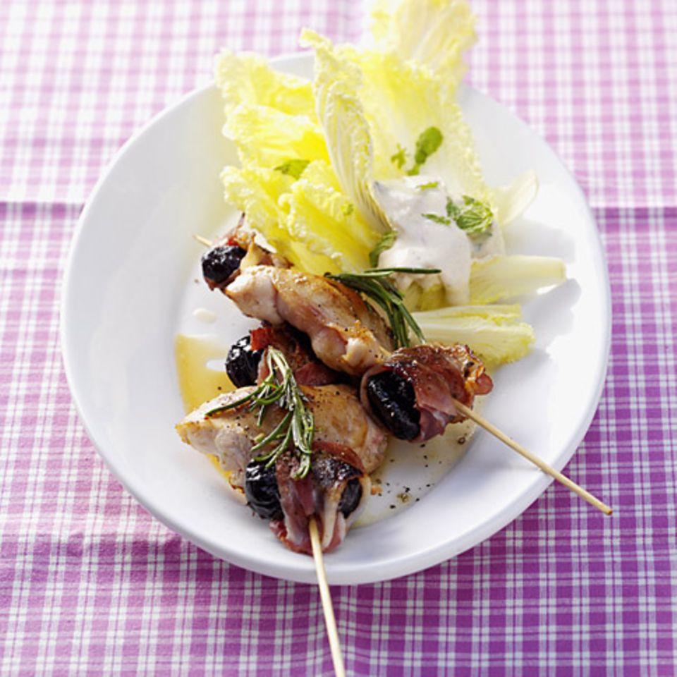 Kaninchenspieß mit Chinakohlsalat