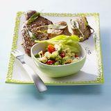 Avocado-Tomaten-Salat mit Steaks