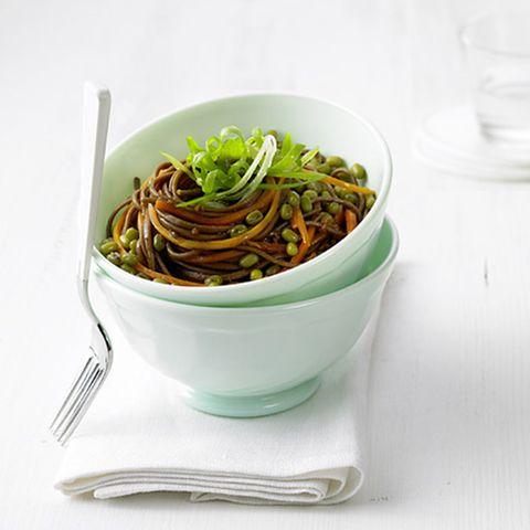 Mungobohnensalat mit Soba-Nudeln